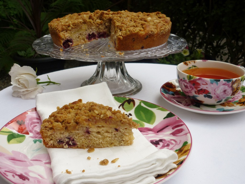 Apple & Blackberry Crumble Cake 3