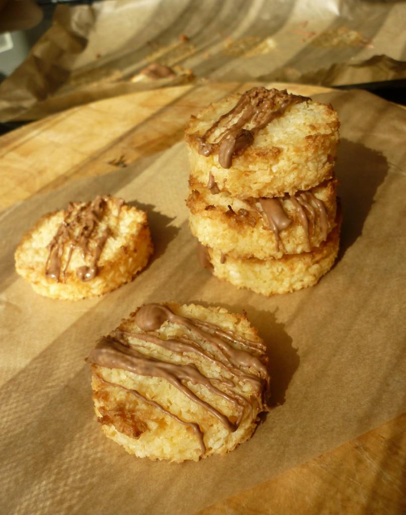 coconut & chocolate macaroons 10