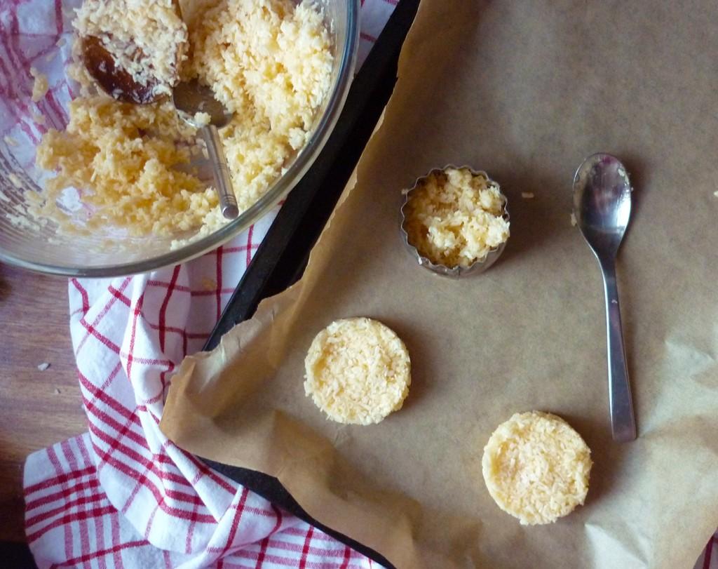 coconut & chocolate macaroons 2