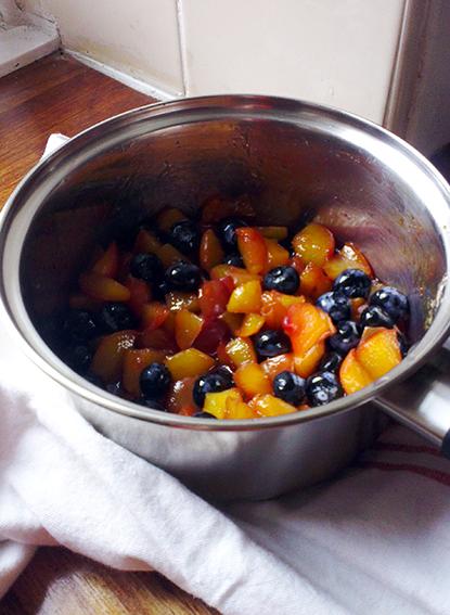 peach blueberry pie 5