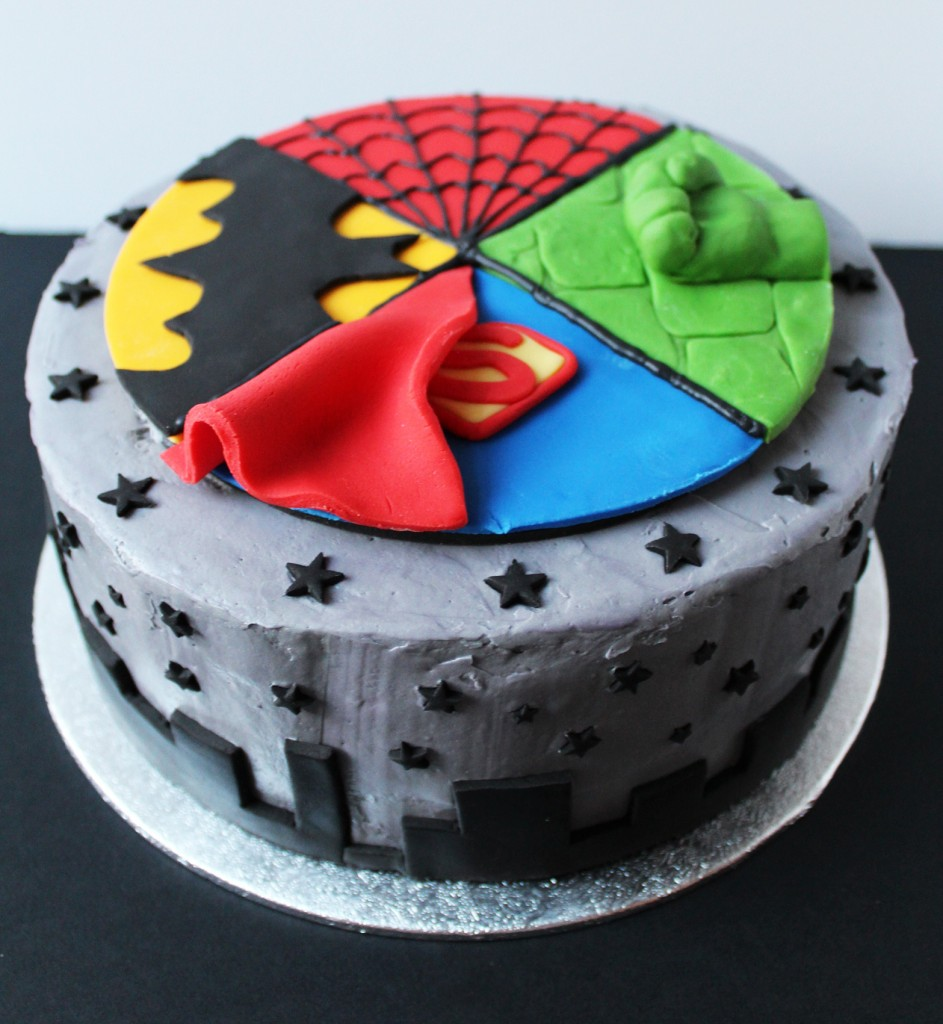 SUPERHERO CAKE 2