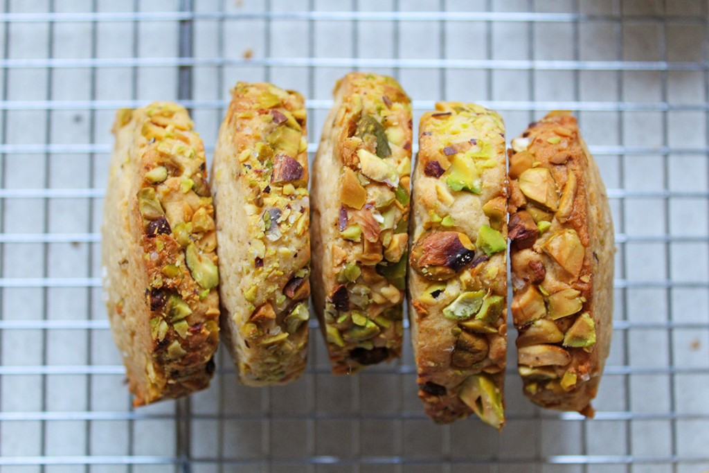 pistachio-biscuits-2